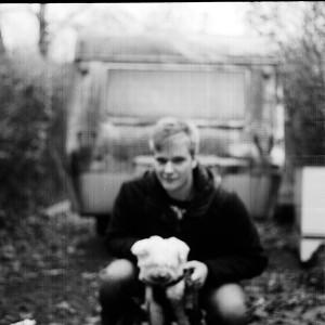 ich mit meinem kleinen Hund. Leider ist das Foto unscharf.