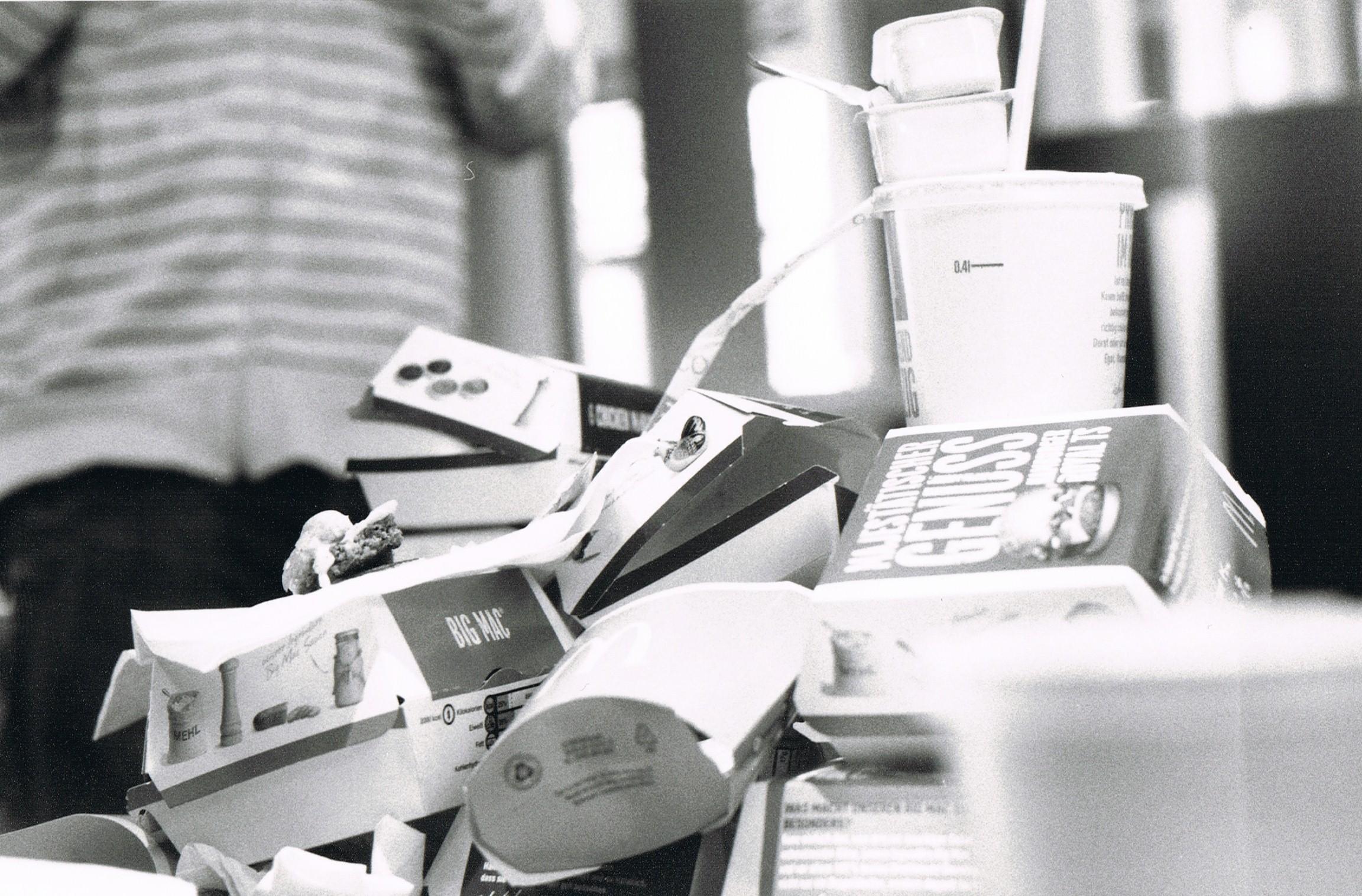 analog fotografierter Haufen Verpackungen