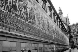 Geschichtsstreifen in Dresden