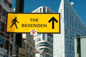 The Bevenden - Straßenschild an der Old Street in London