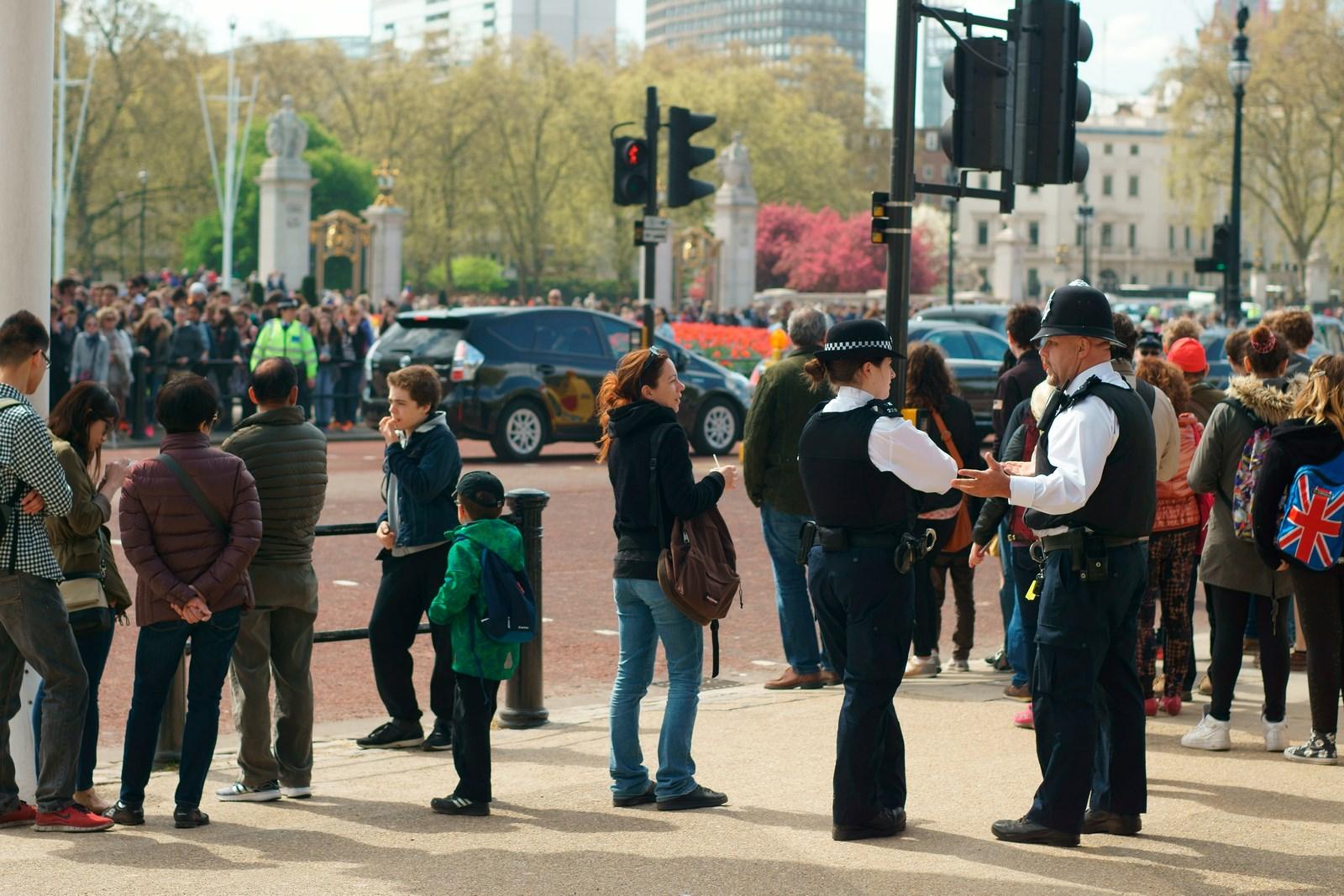 Polizisten bei dem Wachwechsel